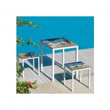 Tavolo e sgabelli in pietra lavica Friends Maui